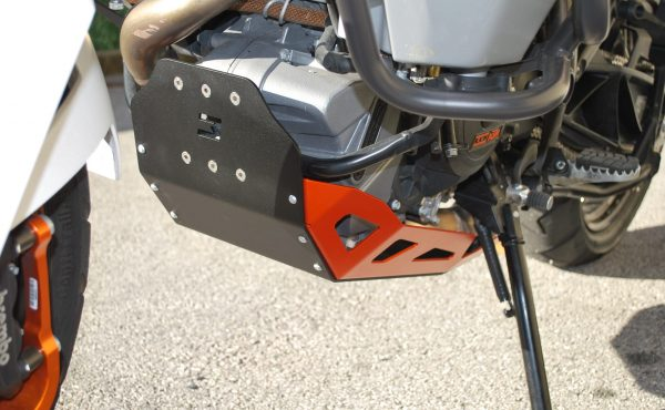 Motorschutzplatte KTM304A Bicolor Schwarz Orange Montagebeispiel MyTech Moko